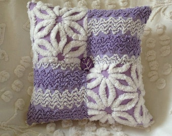 Pillow Vintage Chenille Hofmann Daisy and Cabin Crafts Zigzag in Purple and White...12 x 12""
