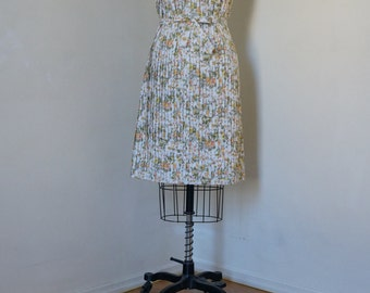 Vintage 1950s/1960s McMullen Shift Dress / Belted Pintuck Dress Day Dress Pleated Dress / Floral Print Daisy Print Peter Pan Collar / S/SM