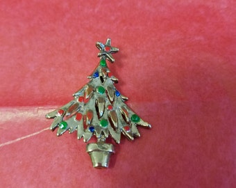 Lovely holiday Christmas tree brooch