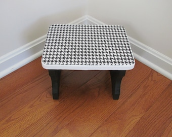 Black and White Houndstooth  Step Stool
