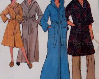 Vintage Simplicity The Everybody Robes  Sewing Pattern #8275 Size Small 32-34 UNCUT