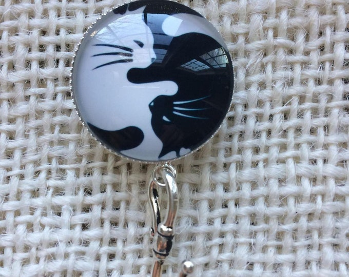 Knitting Pin - Magnetic Knitting Pin for Portuguese Knitting - White/Black Cats