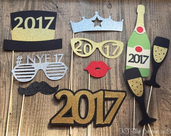 Glitter New Years Eve Photo Props - Set of 10 - NYE Props - CHOOSE YEAR - Photo Booth Props, nye Parties, Weddings