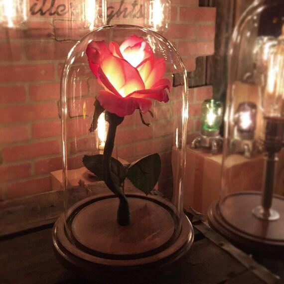 La beaut de la belle et la b te enchant rose style fleur for Belle lampe de salon