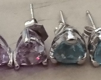 Two pairs of stud earrings amethyst and topaz