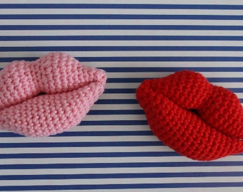 Lip brooch - amigurumi brooch