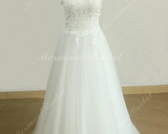 Flowy Keyhole back vintage tulle lace wedding dress high collar neckline