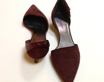 Vintage Giorgio Armani Kitten Heels / SZ 38.5 / Wine Suede / Pumps / High Fashion / Retro / Italy / Preppy