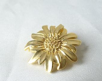 Vintage Flower Brooch -  Goldtone Brooch - Vintage Jewelry