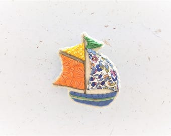 Sailboat Brooch. Nautical Jewelry. Green Flag Yacht Pin. For Him. For Her. Beach Jewellery. Sealife. Sail Away. Wander. Travel.