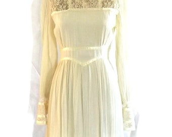 Stunning Vintage Wedding Dress w Long Sleeves - Ivory Maxi Dress - Gunne Sax by Jessica - Boho Dress w Sheer Lace - 2nd Wedding - Size 7