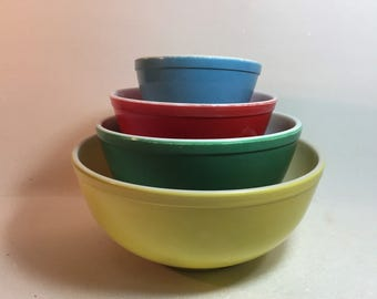 Vintage set of Pyrex Mixing Bowls - Yellow, Green, Red and Blue from the 50's-60's