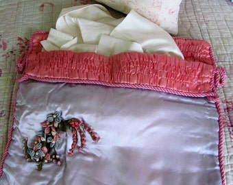 Pretty & so feminine vintage pyjama/nightdress case~Beautiful floral decoration~Pale lilac and warm pink~Perfect for your boudoir!