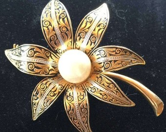 Vintage 1970s - 80's Gold Flower Brooch with 'Pearl' Center Marked Spain
