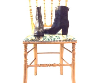 Foal and black leather boots . Size US 5 .  Stylish Vanilla Moon booties .Heels ankle boots .