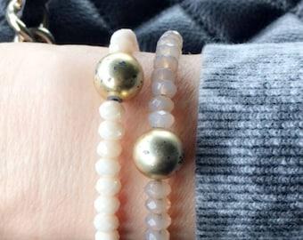 Cut crystal bead and gold bead bracelet