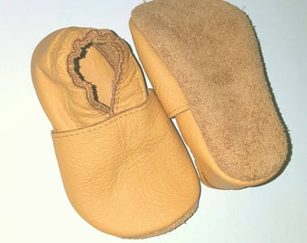 Leather baby shoes ! Beige soft sole leather shoes, soft soled baby shoes, baby slippers, toddlers moccasins, crib shoes
