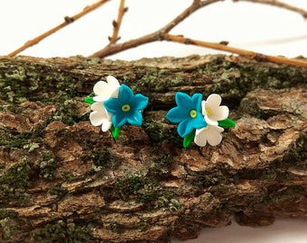Stud flowers Tiny flowers Tiny earrings Flower earrings Flower stud earrings Tiny studs Everyday earrings Turquoise jewelry White flowers