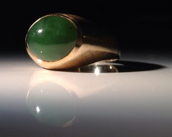 Handsome 14K Gold Chrysoprase Ring Size 9 1/2 Spinach Green