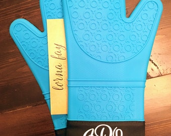 Set of Monogramed Silicone Oven Mitts
