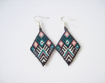 Native American style earrings , Black white earrings ,  Beaded dangle earrings , Seed bead earrings , Beadwork earrings , Bead earrings ,