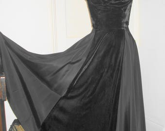 Vintage 1950s Black Velvet Halter Neck Full-Length Dress Ball Gown Evening Dress Circle Skirt~ Med W14