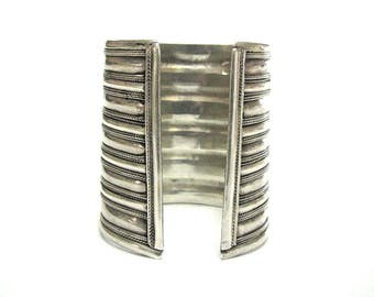 Antique Indian Silver Cuff Bracelet, Ethnic Tribal, Flared Cuff Bracelet, High Grade Silver, 98% approx. India Bracelet, 99.5Grams(3.510oz.)