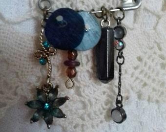 Vintage bits and bobs brooch! Blue