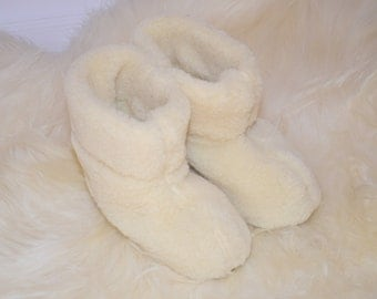Sheepskin Slippers. Wool, slippers, shoes, boots. Very light and comfy! Good gift! for her. Gift for him. Genuine. Valentine's Day