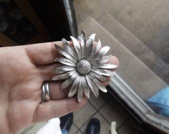Vintage sunflower brooch unsigned