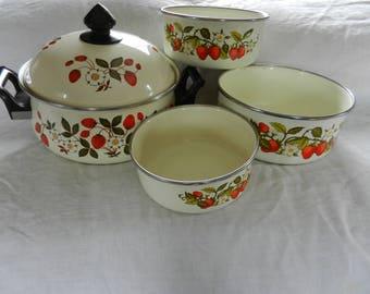 Cooking Pots and Pans, Sheffield Enamel Pans, Vintage Kitchen, Strawberries and Cream Design, Five Piece Set