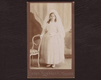 Young girl in her communion gown, confirmation dress - Antique carte de visite, CDV, Belgium 1913 - Collectible vintage photograph (V4-13)