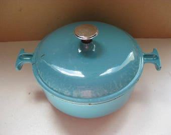 LE CREUSET! Vintage French cast iron lidded turquoise cast iron casserole pot.