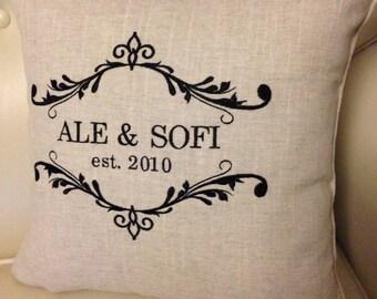 Cuscino Anniversario con Ricamo nome e data, Idea Regalo per Ricordo nozze di cotone, Due anni di fidanzamento, nuova convivenza di coppia