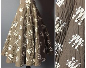 Vintage 50s skirt / 1950s skirt / novelty print skirt / circle skirt / quilted skirt / poodle skirt / M5243
