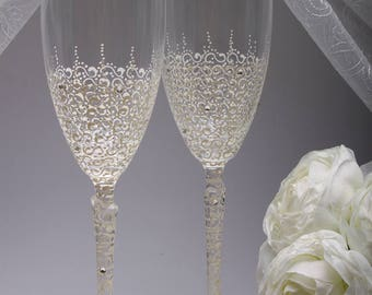Glasses Ivory Wedding champagne glasses Set Hand painted Wedding glasses Charming Wedding vintage Glass Personalized Set Mr and Mrs Toasting
