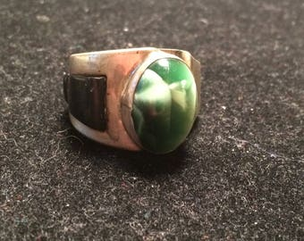 Vintage beautiful handcraft 925 sterling silver ring with green stone / gem and onyx size 12.5
