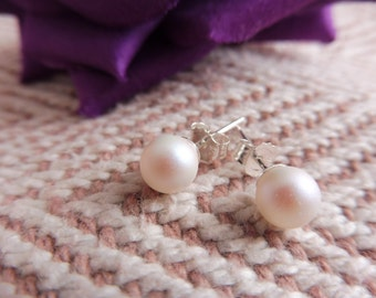 6mm White Swarovski Pearl Stud Earrings with 925 silver stud posts. Bridal stud earrings. Traditional bridal pearl jewellery. Pearl studs