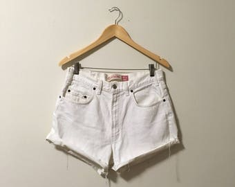 Vtg white high waisted denim cut off jean shorts