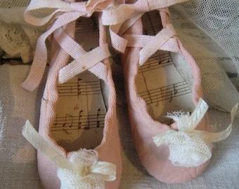 Pink vintage kids ballet shoes franske danske mini ballet shoes slippers chaussures de ballet french boudoir shabby chic
