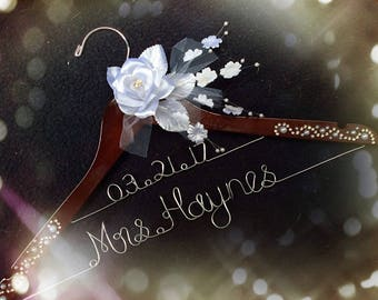 Wedding hanger with rhinestone and pearls, Personalized Bridal Hanger,Customized Hanger,wedding shower gifts, Bridal shower gifts