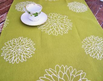 Green Table Runner, Table decor, Dining room decor, Table decoration, Tablecloth, Table cover, Centerpiece, Linen home decor, Home Textiles