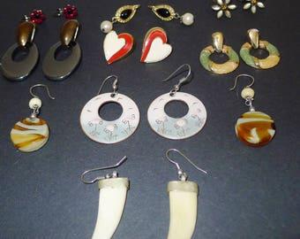 Nice lot of 8 vintage pairs of  pierced earrings - for all occasions -Lot de 8 paires de   boucles d'oreilles .