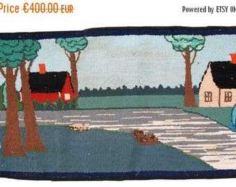 ON SALE 20% Off 1.5' X 3' ( 47cm X 94cm) hand made vintage American hooked rug 1960
