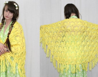 Vintage 70s Yellow Floral CROCHET Fringe Retro Hippie BOHO Shawl Cape One Size