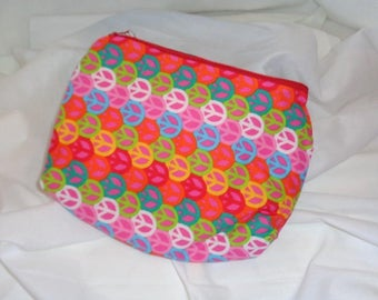 70s Retro Cosmetic Case Features Peace Sign