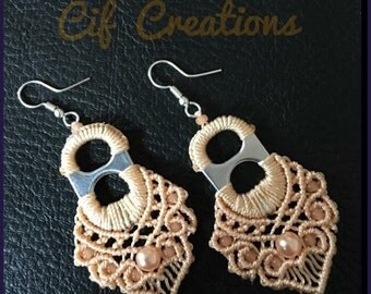 Macramé earrings with tabs