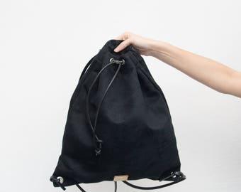 Backpack • black •