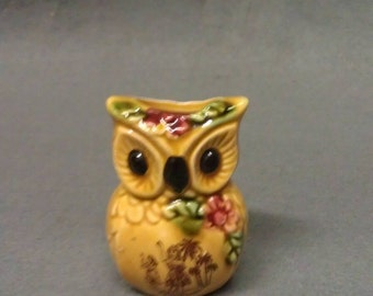 Hawaii Souvenir Tan Owl tooth Pick Holder with Fliwers