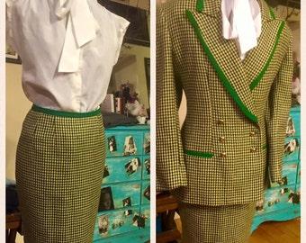 Mint condition, Tahari, skirt suit!